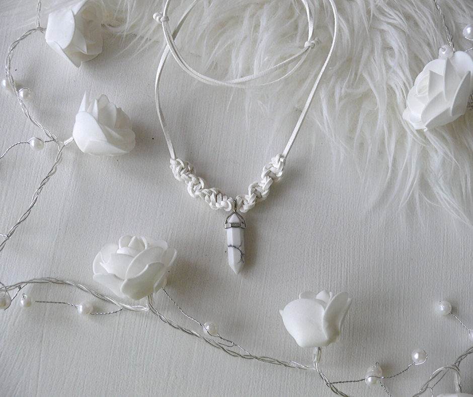 HOWLIT CRYSTAL NECKLACE