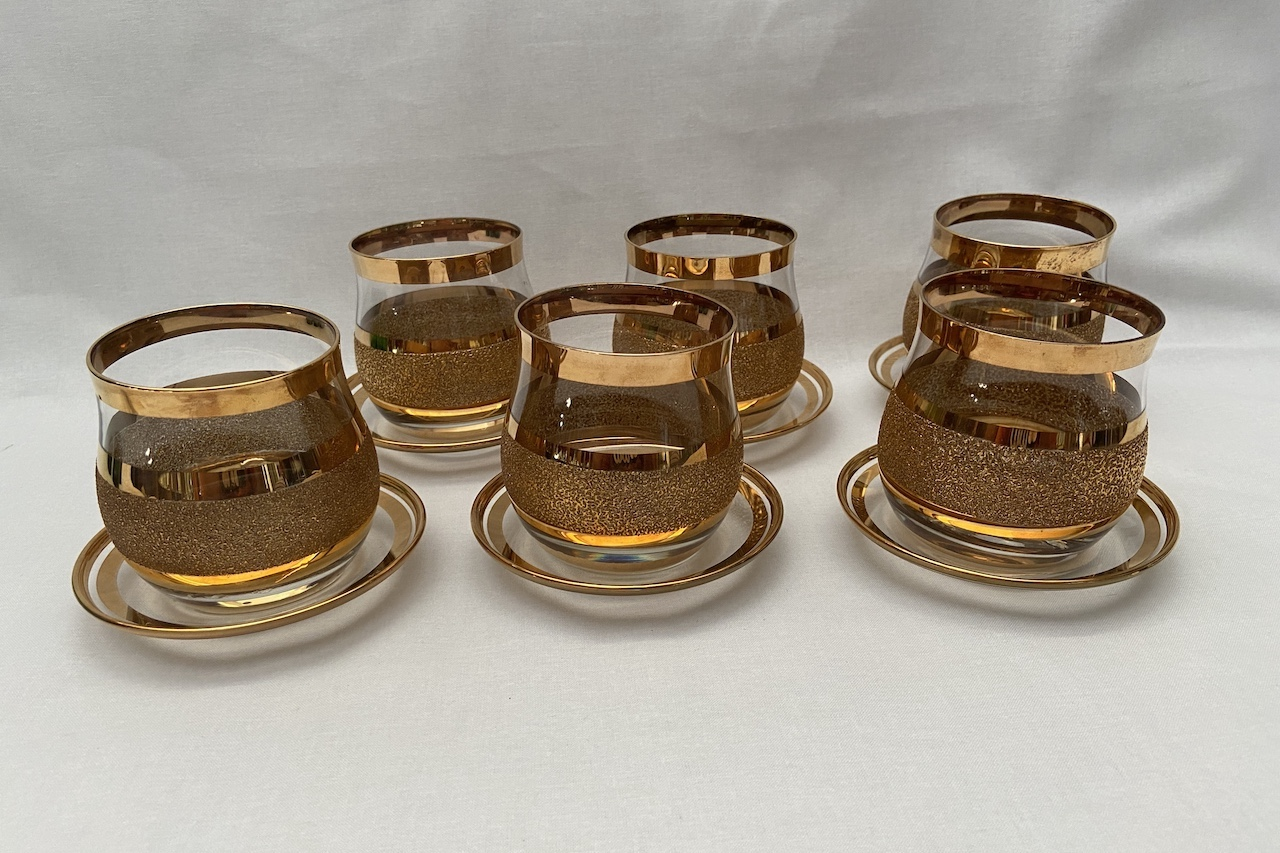 Poháre a podšalkami Glasses with saucers