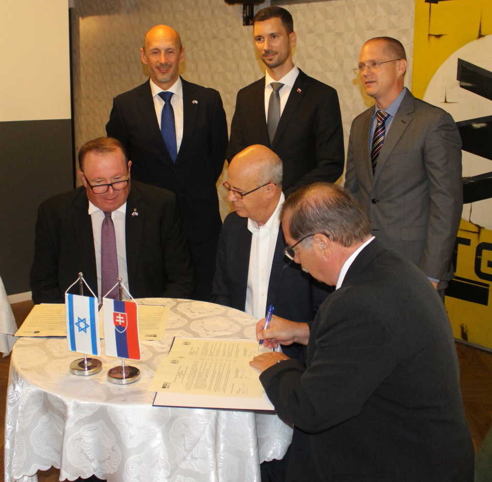 Universities Signed Cooperation Agreement