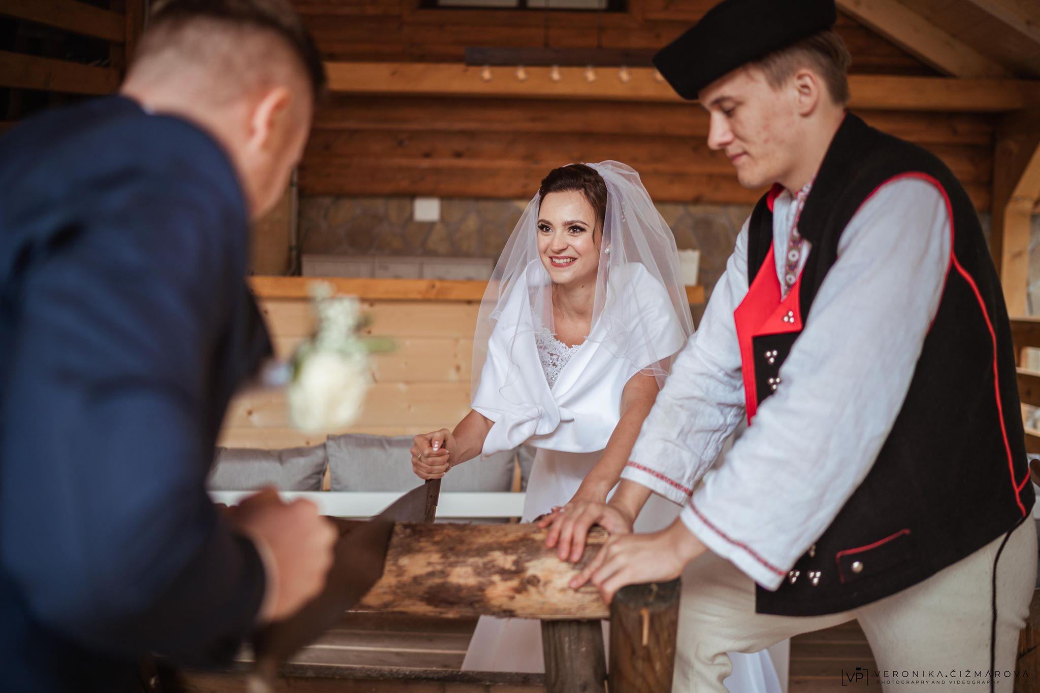 marlene-oscadnica-pilenie-dreva-tradicia-svadbajpg