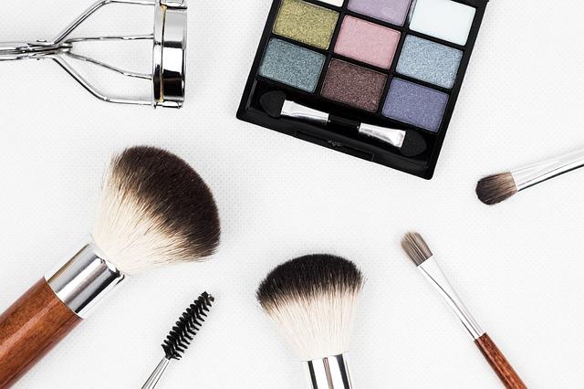makeup-brush-1761648_640jpg
