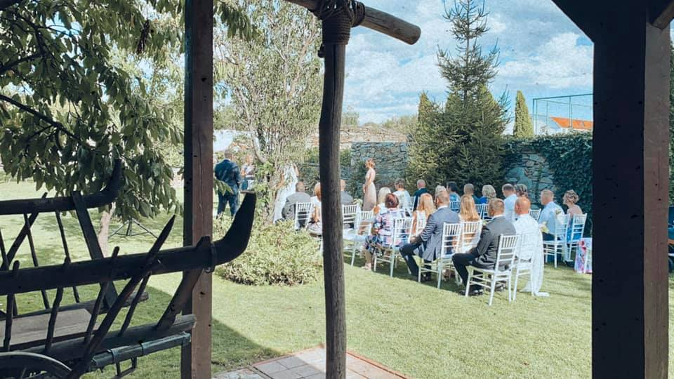 svadobny-obrad-v-prirode-zahradejpg