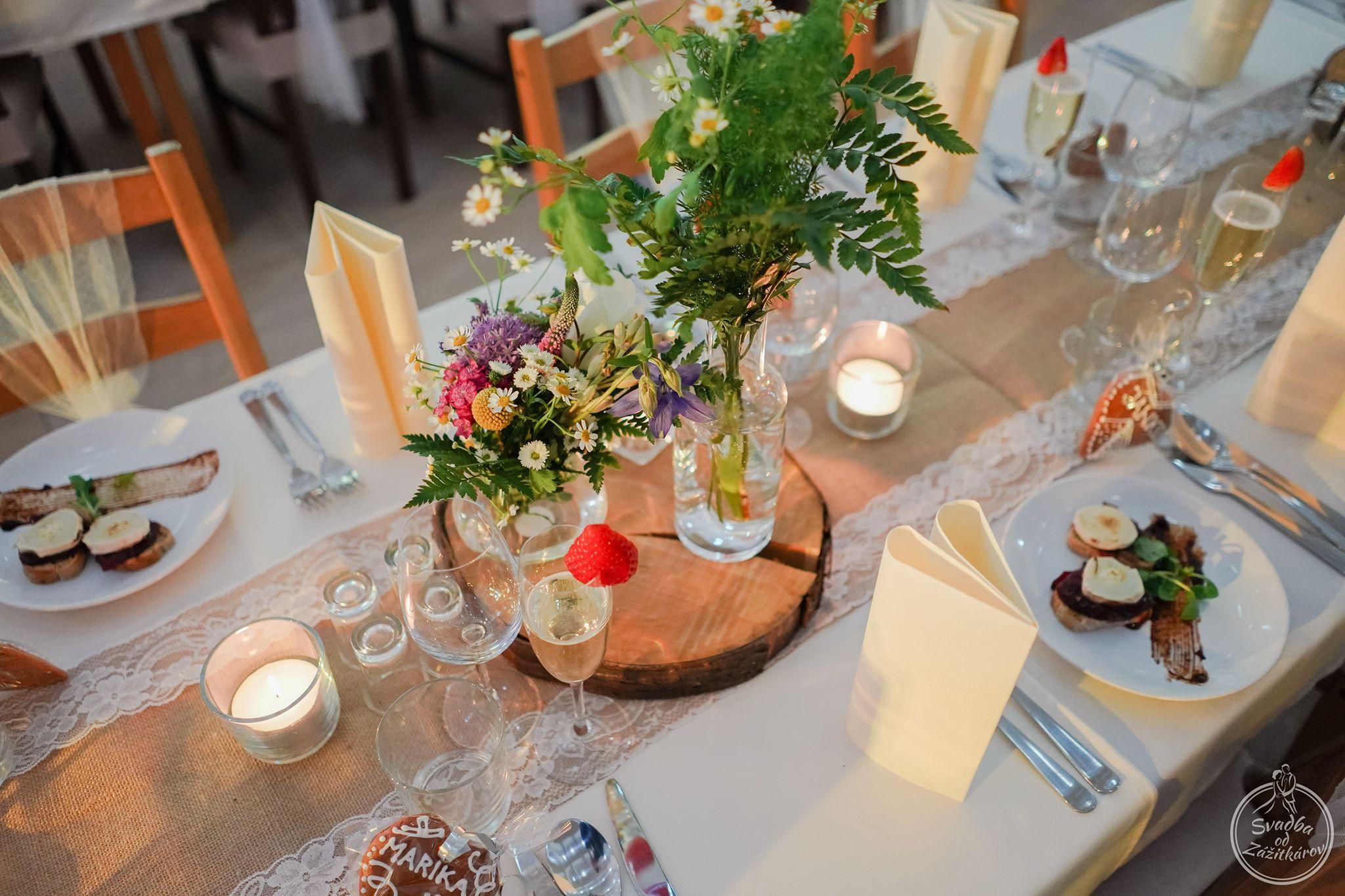 svadobna-vyzdoba-kvety-na-svadbu-dj-moderatorjpg
