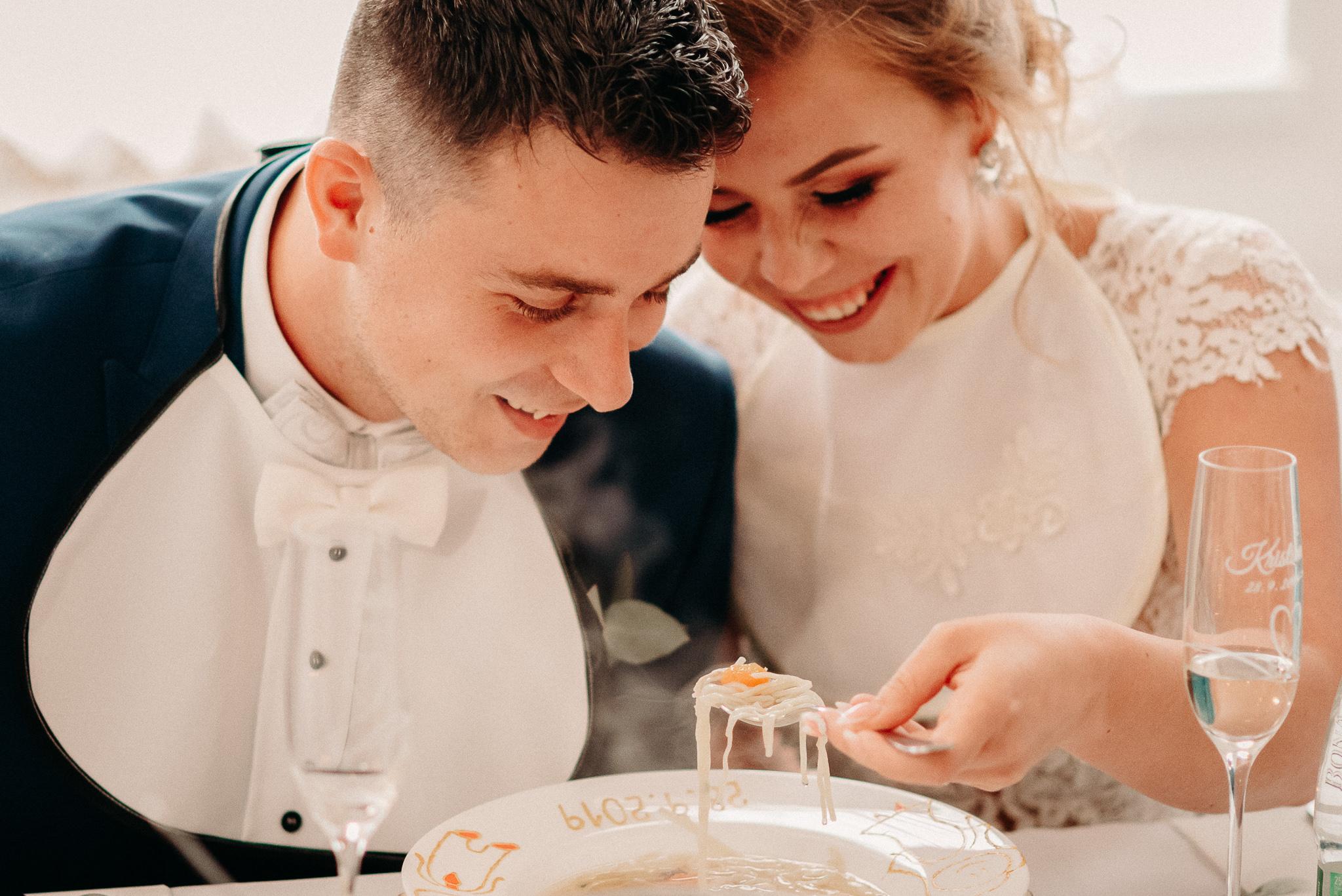 jedenie-polievky-svadba-mladomanzeliajpg