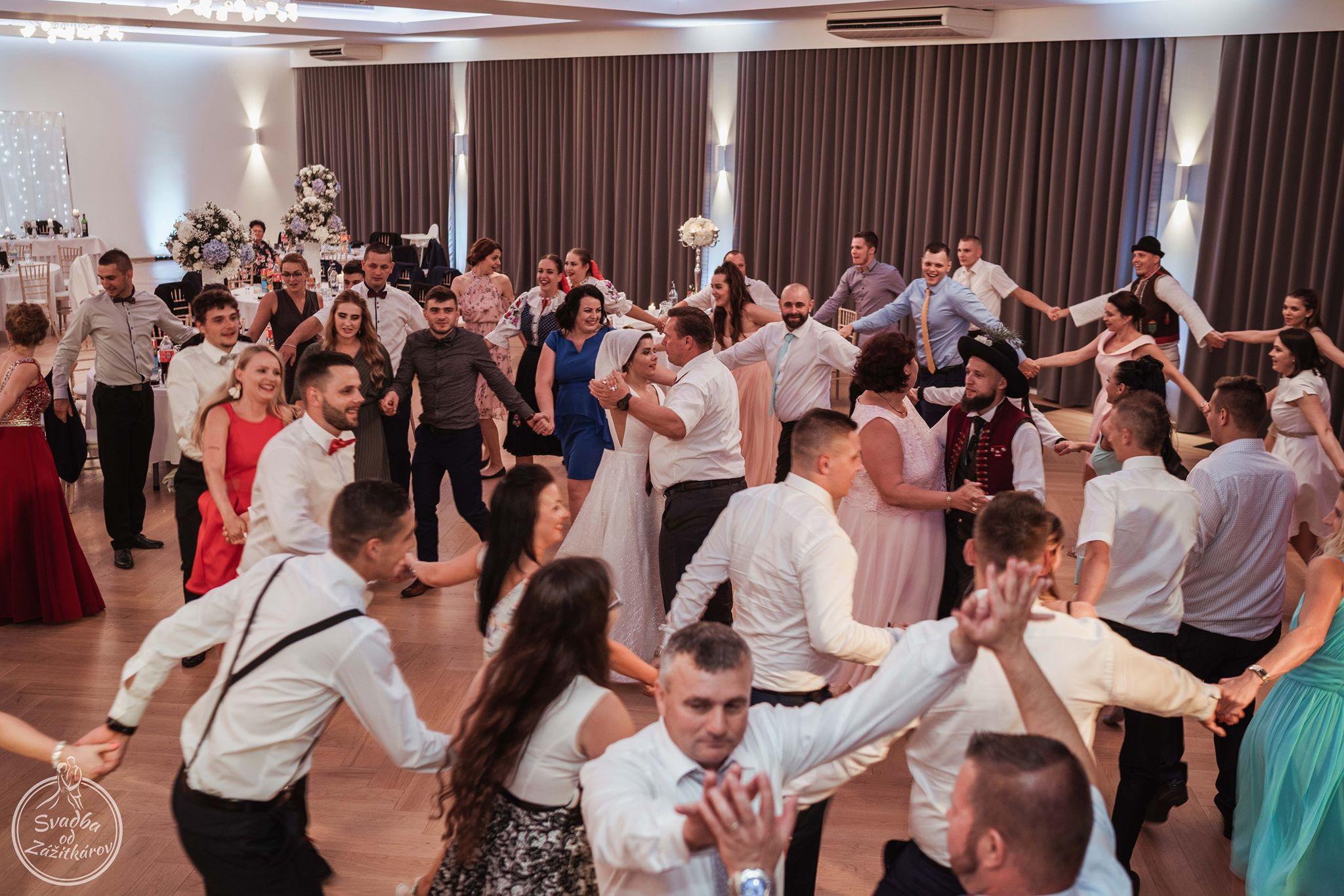 zabava-na-svadbe-kinekus-zilina-dj-moderator-starejsijpg