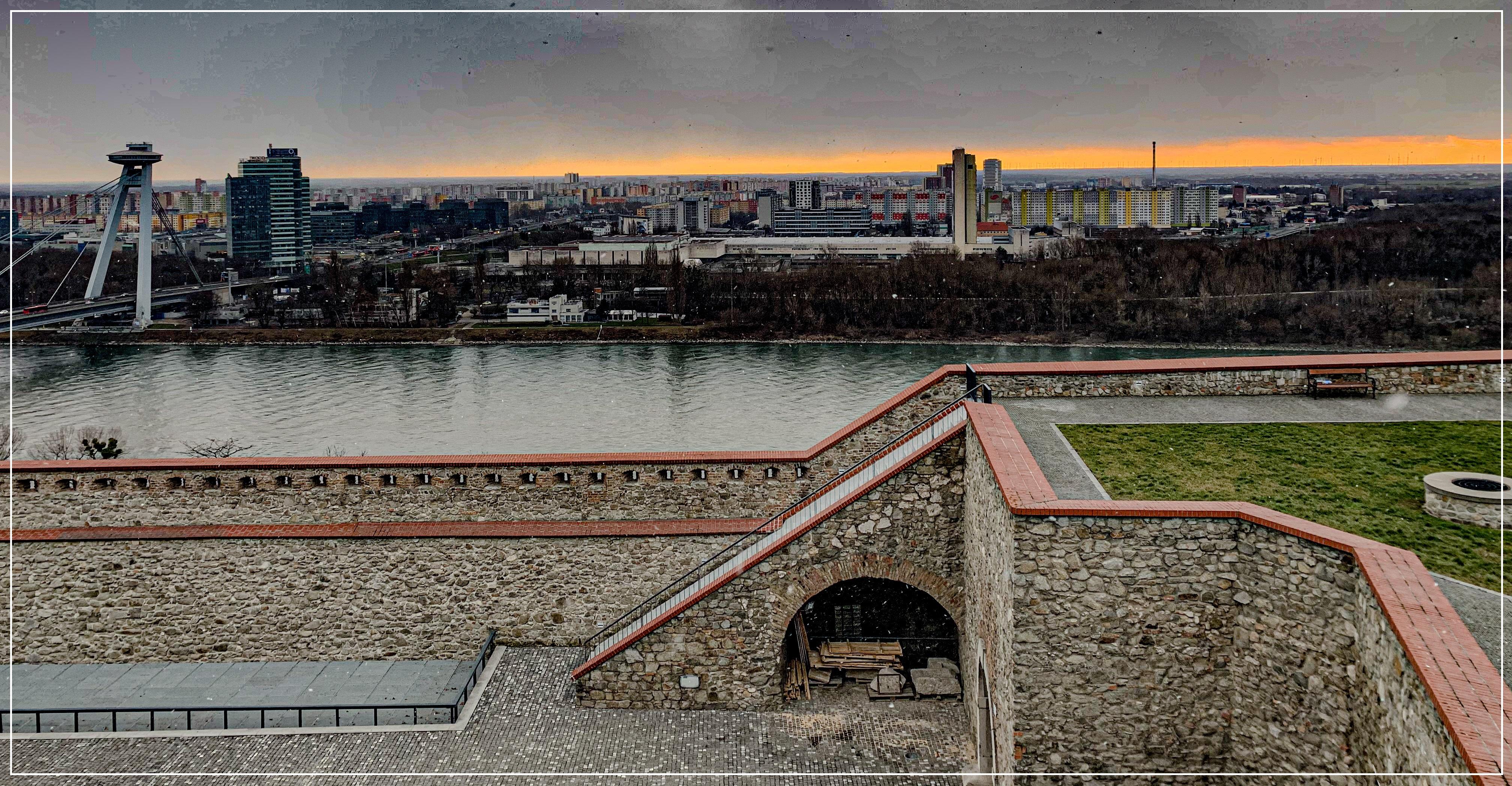 Vzahy_Bratislavsky hrad_2JPG