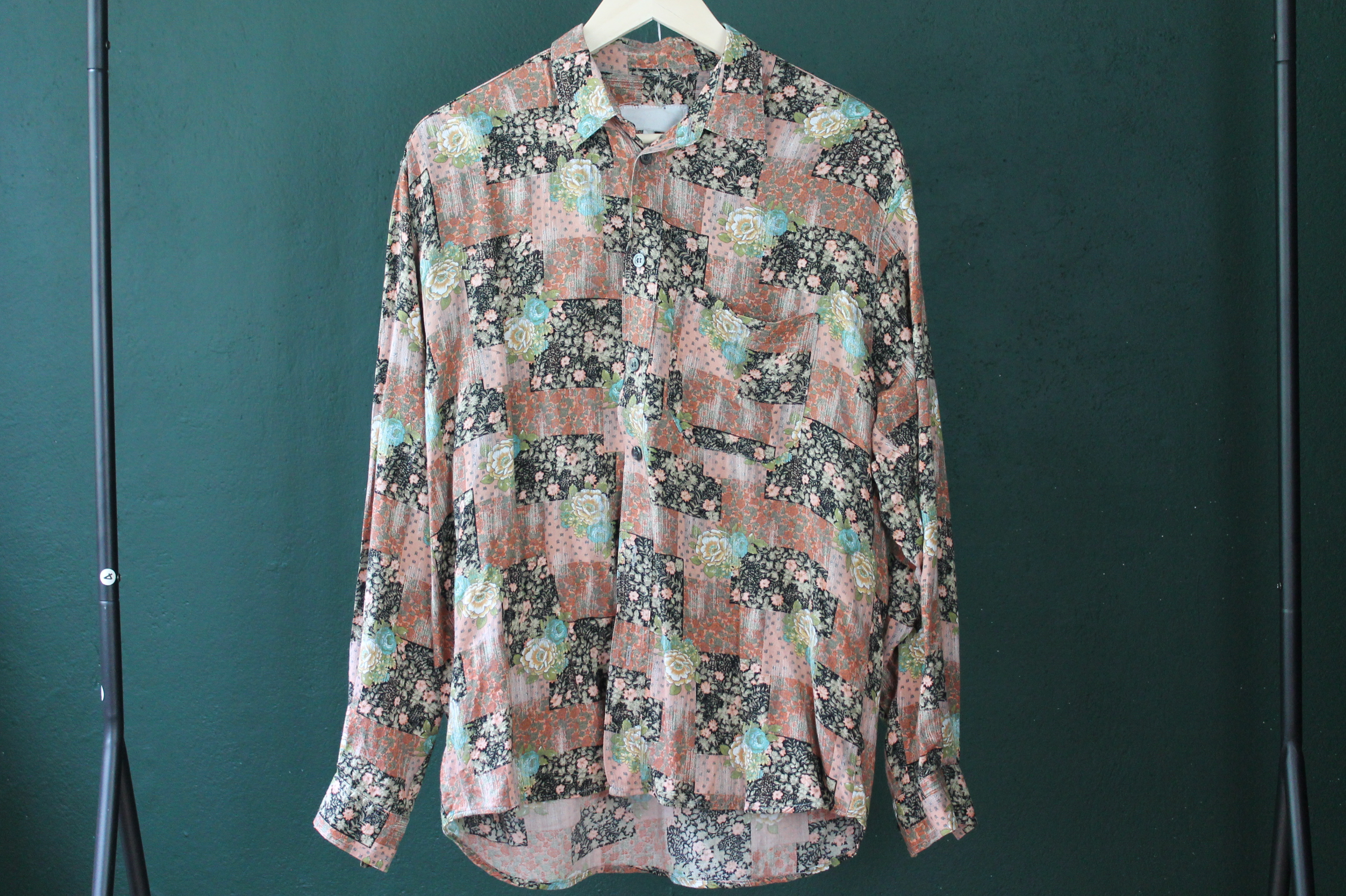 FLOWERS IN SQUARES size men L