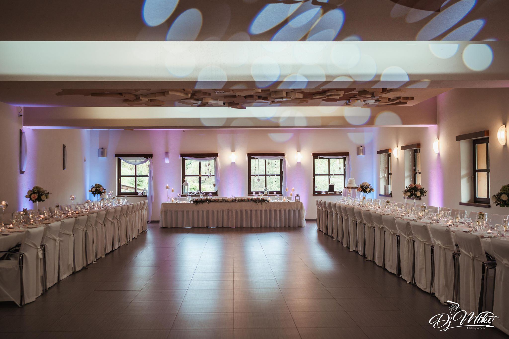 svadba-koliba-osvetlenia-nasvietenie-saly-dj-mikejpg