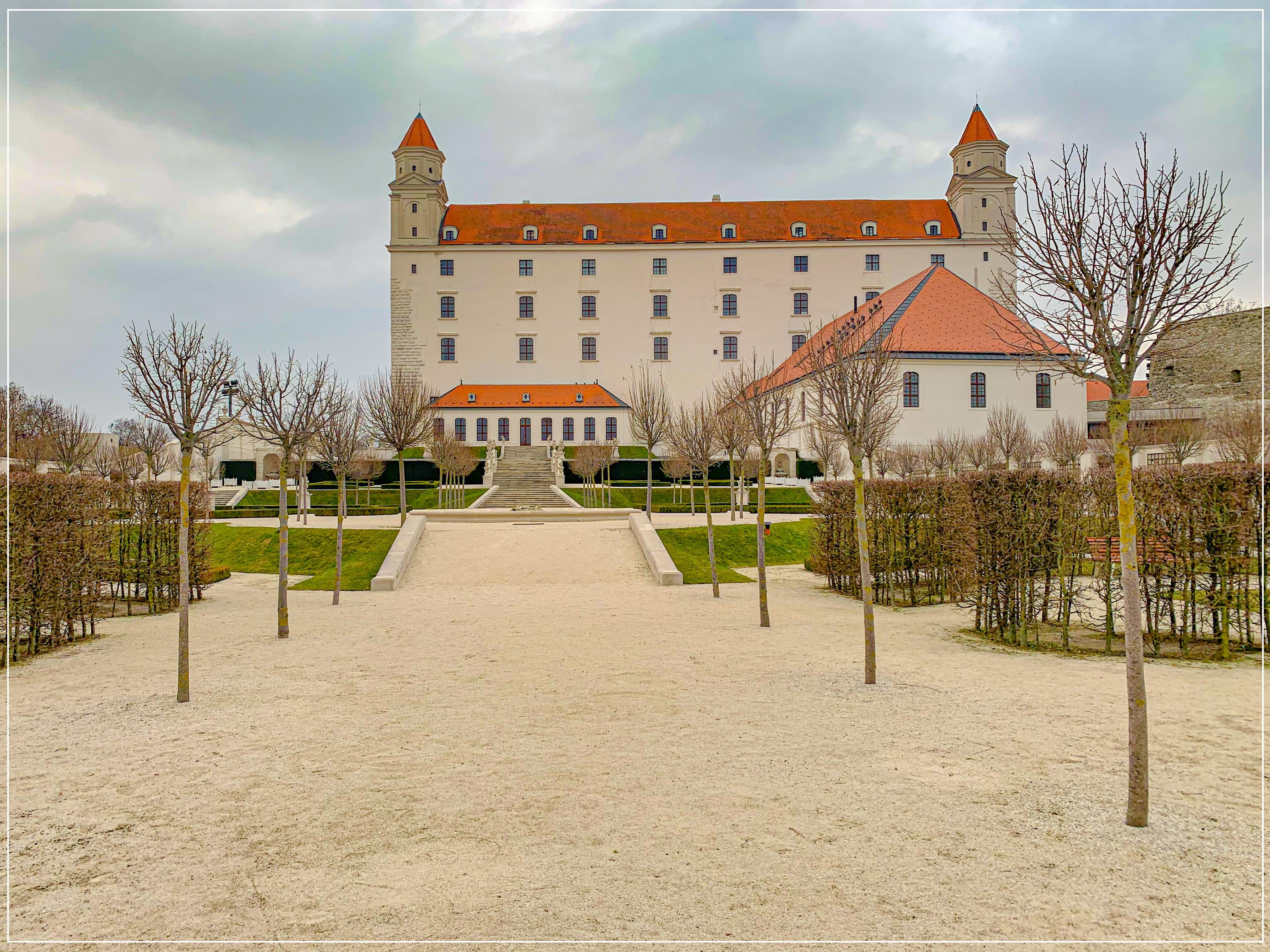 Vzahy_Bratislavsky hrad_3_jpg