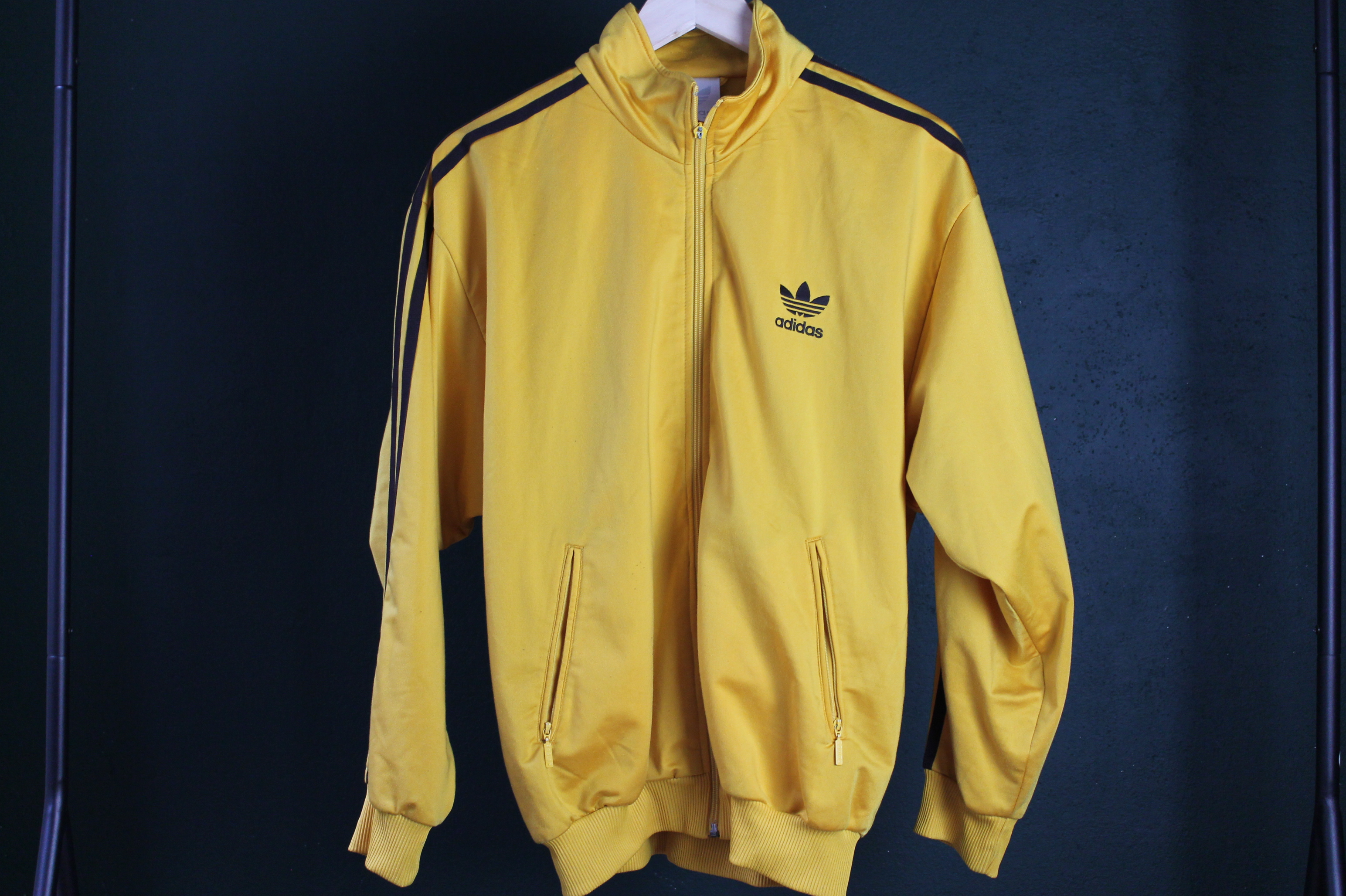 Golden Adidas size man M woman L