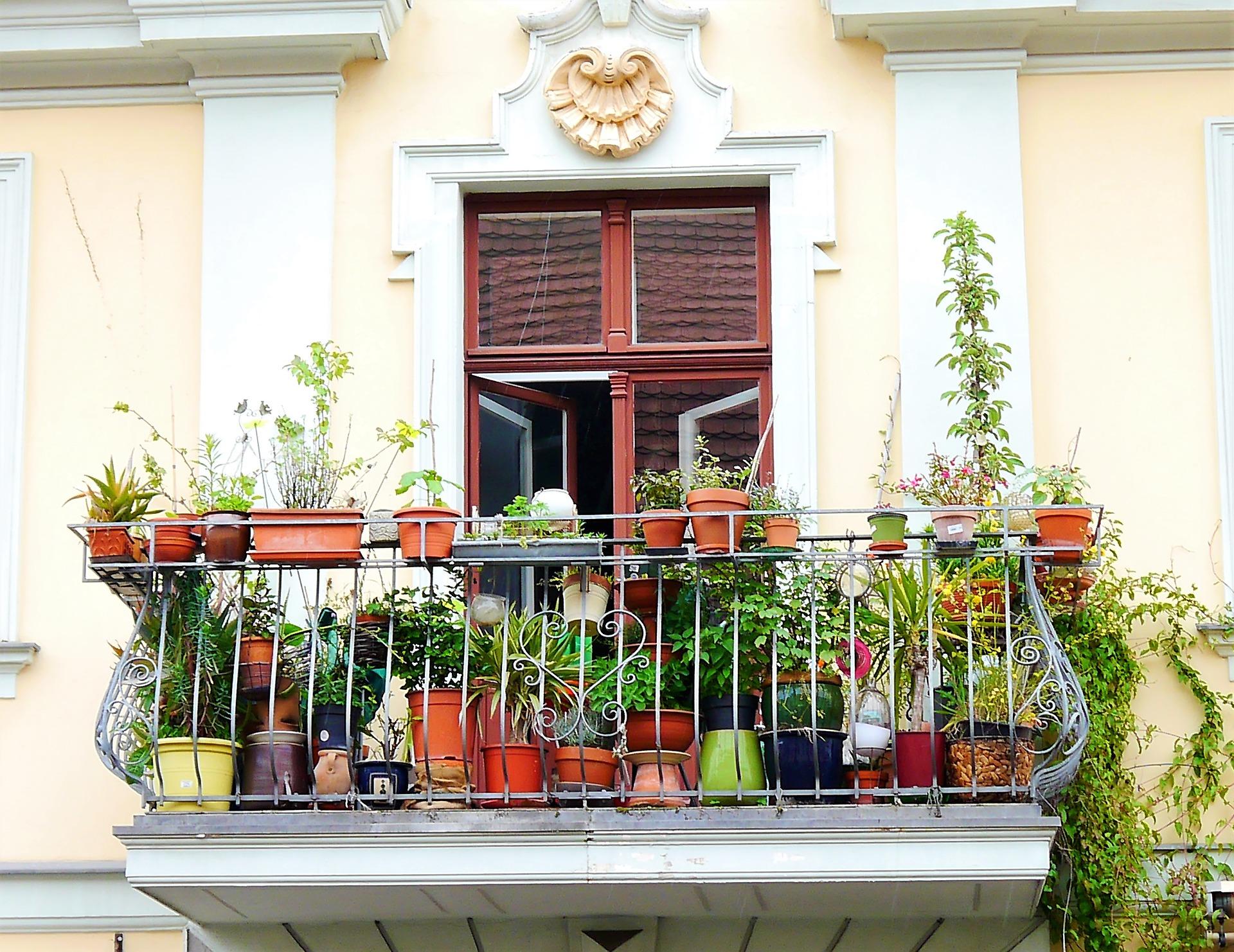 balcony-2374933_1920jpg